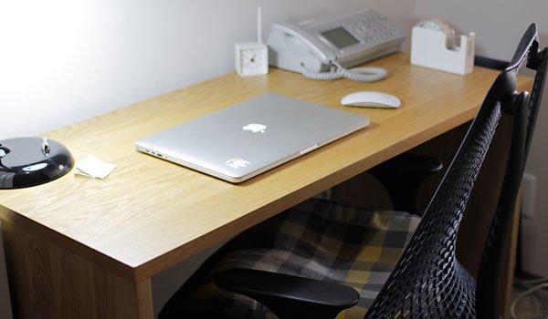 シンプルで使い心地のいい机